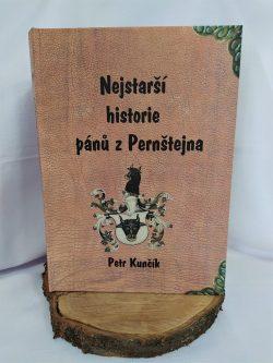 """Kniha """"Nejstarší historie pánů z Pernštejna"""""""